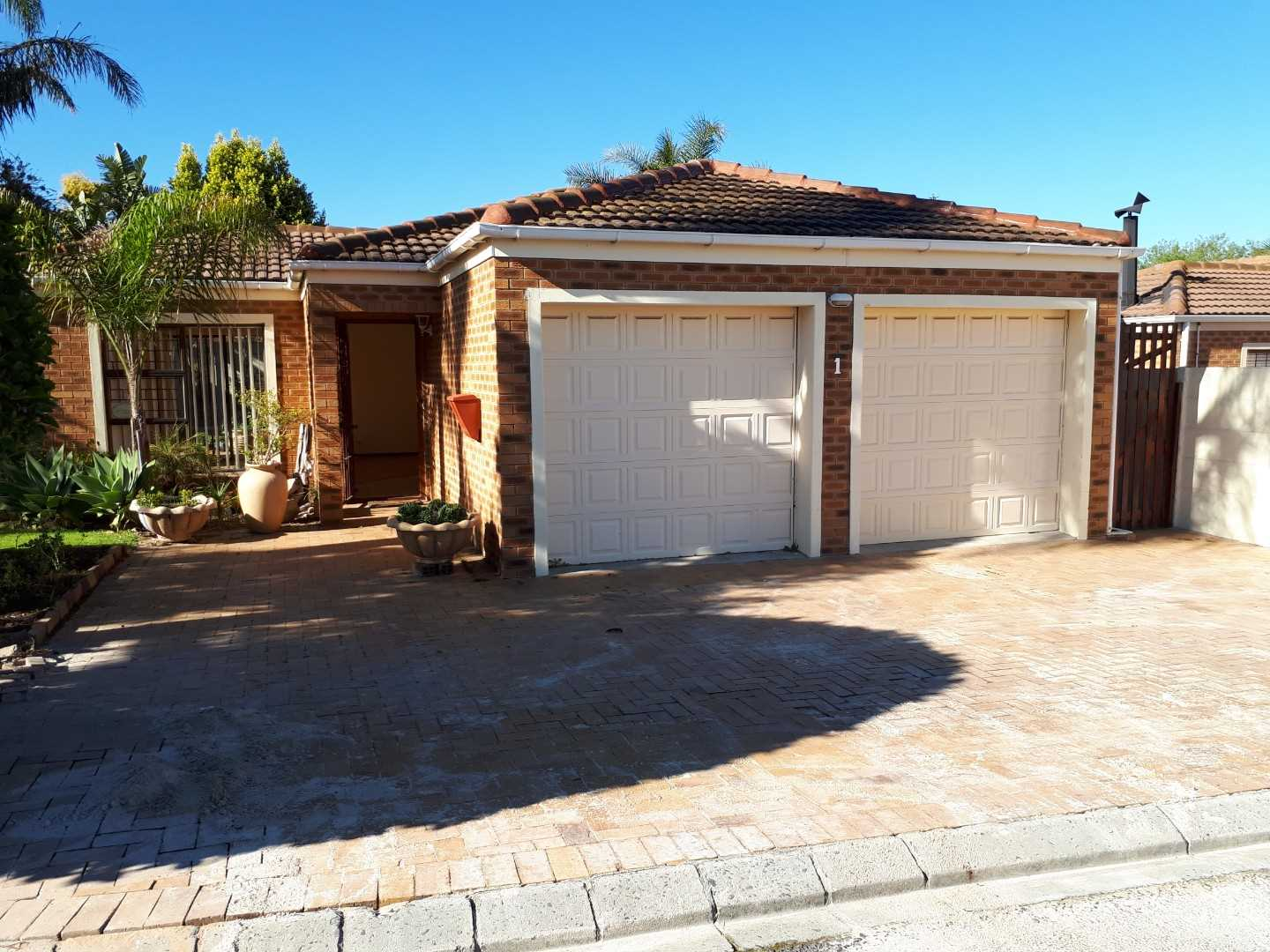 Low maintenance lock up and go in perfect location!