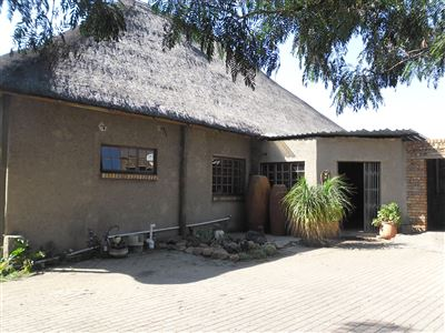 Property and Houses for sale in Jackaroo Park, House, 3 Bedrooms - ZAR 1,950,000