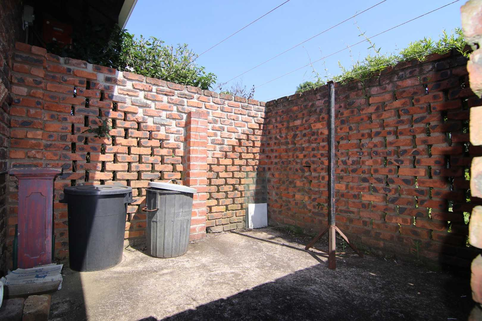 Back area, washing line and dust bin area