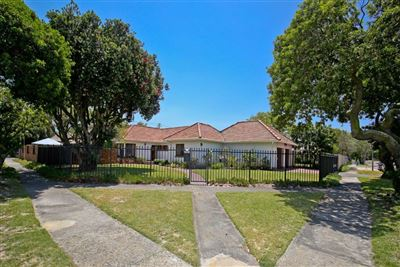 Property and Houses for sale in Pinelands, House, 3 Bedrooms - ZAR 4,250,000