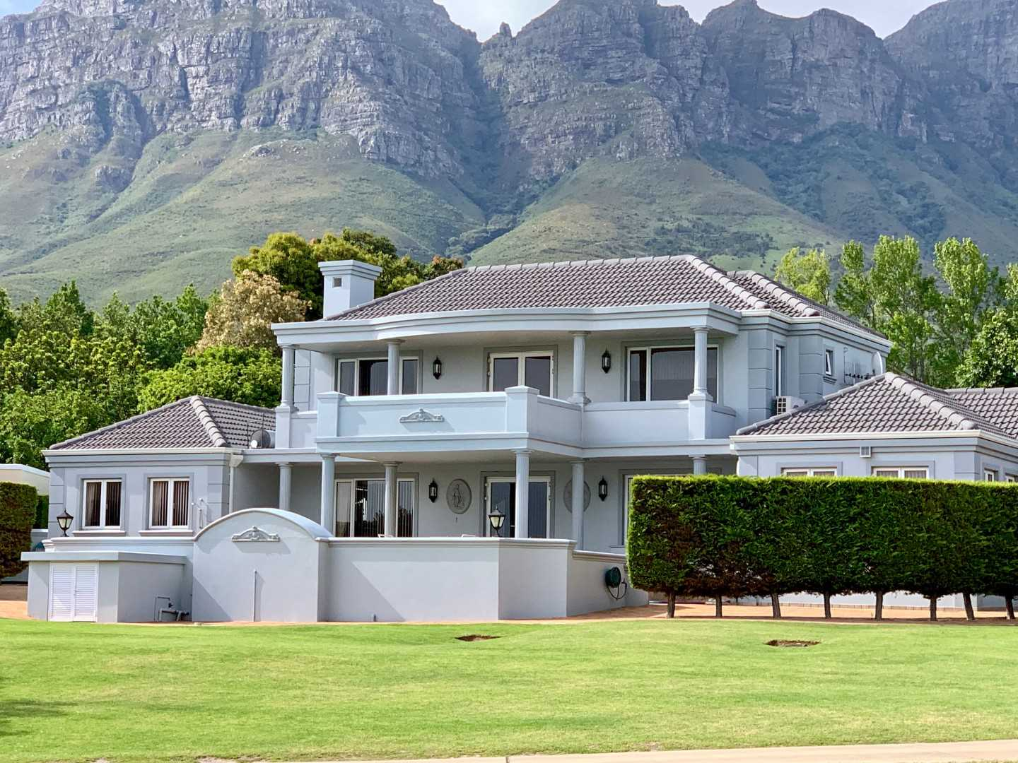 Stunning Sea and Mountain Views in Erinvale Golf Estate!