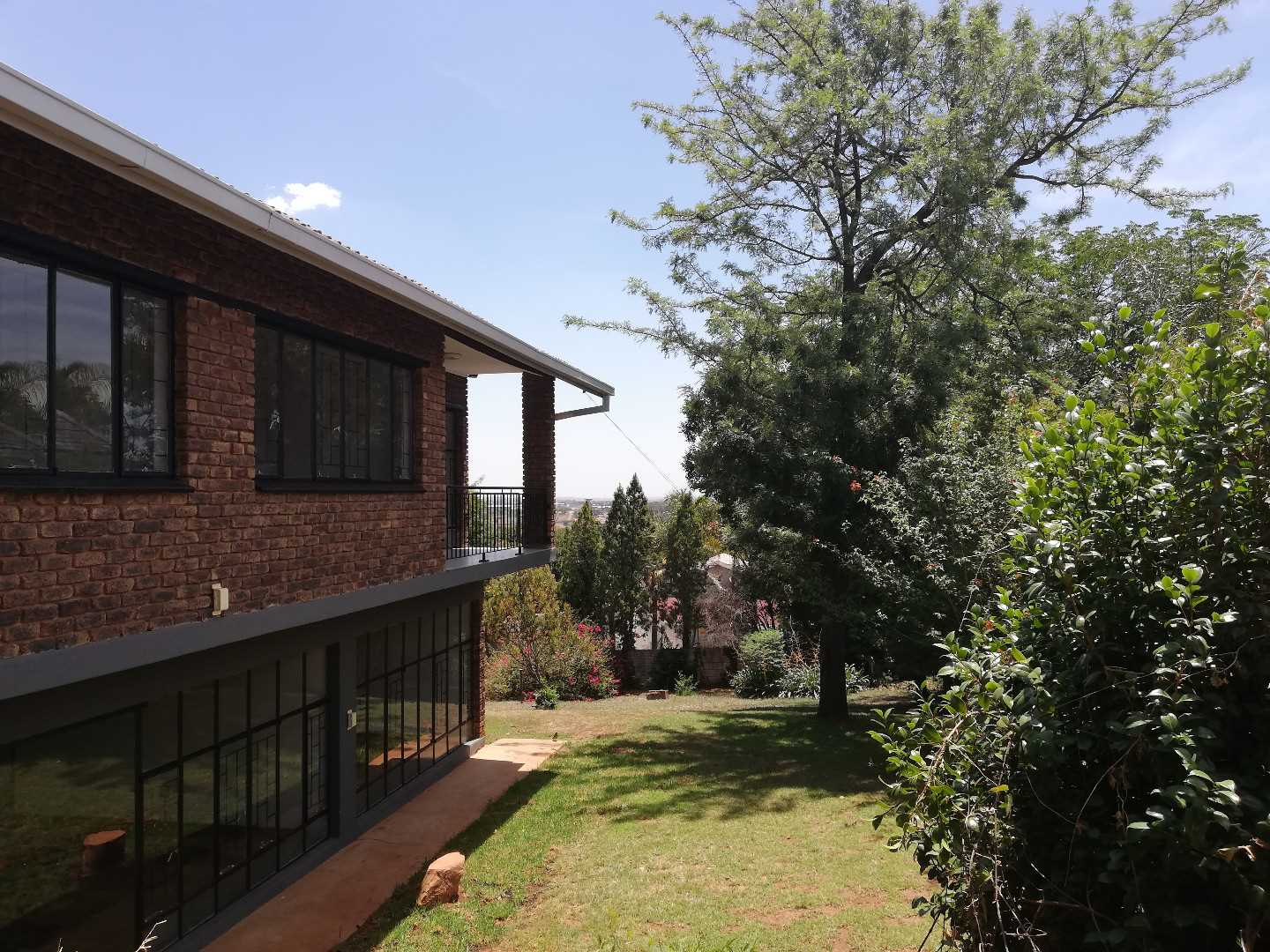 Rennovated 4 bed home in Waterkloof Ridge