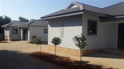 Property and Houses to rent in Wilkoppies, Townhouse, 2 Bedrooms - ZAR ,  6,00*,M