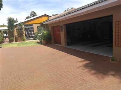 Property and Houses for sale in Randhart, House, 4 Bedrooms - ZAR 2,450,000