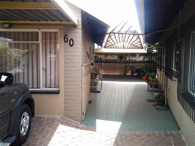 Property and Houses for sale in South Crest, House, 3 Bedrooms - ZAR 1,490,000
