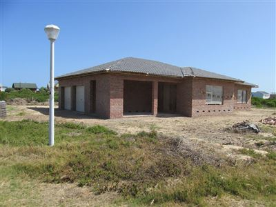 Property and Houses for sale in Stilbaai Oos, House, 3 Bedrooms - ZAR 2,050,000