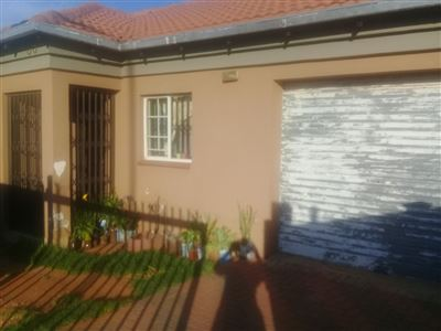 Property and Houses for sale in Chantelle, House, 2 Bedrooms - ZAR 915,000