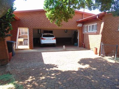 Property and Houses for sale in Valhalla, House, 3 Bedrooms - ZAR 1,750,000