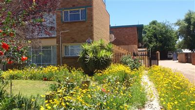 Property and Houses for sale in Wilkoppies, Apartment, 1 Bedrooms - ZAR 356,000