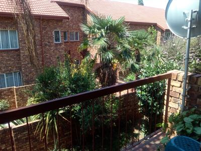 Property and Houses for sale in Hennopspark, Townhouse, 2 Bedrooms - ZAR 720,000