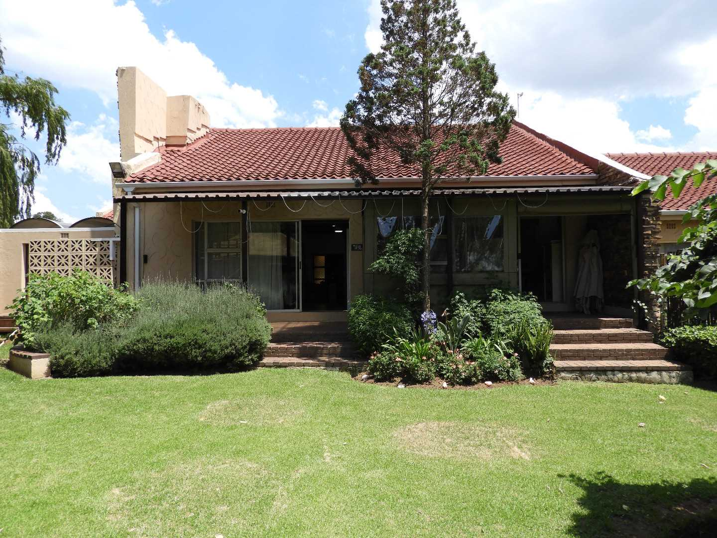 20234sqm plot with 3 bedroom house and cottage.
