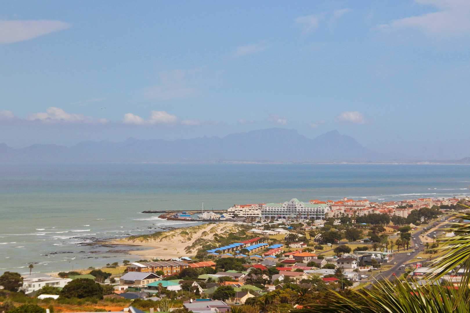 Ocean view that includes Harbour Island and Table Mountain, Cape Town