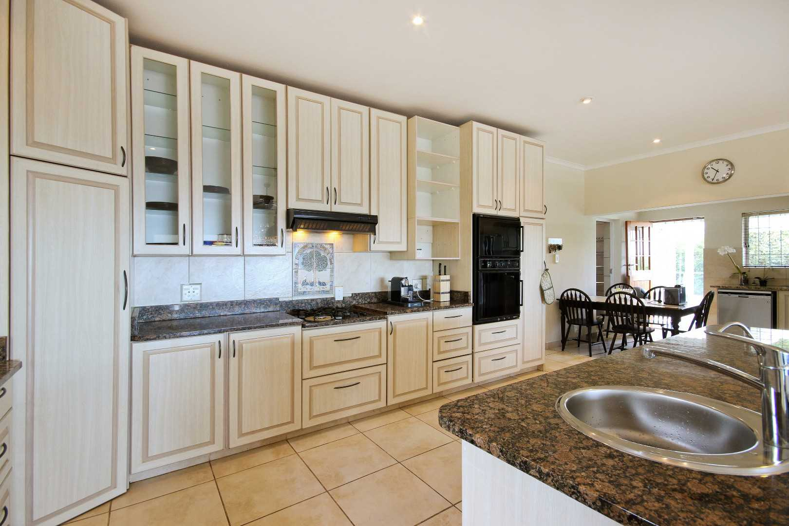 Built in gas hob / extr and double electric oven