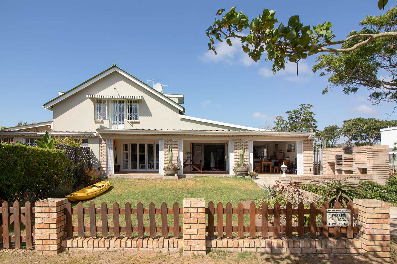 Spacious Six Bedroom Riverside Home in Port Alfred