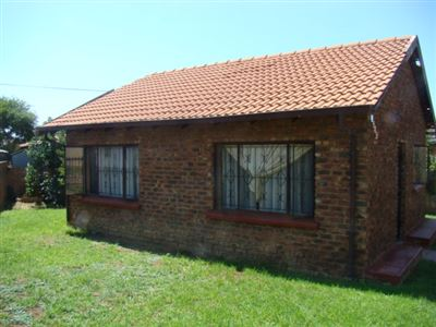Property and Houses for sale in Refilwe, House, 2 Bedrooms - ZAR 350,000