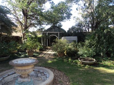 Property and Houses for sale in Viljoenskroon, House, 4 Bedrooms - ZAR 1,500,000