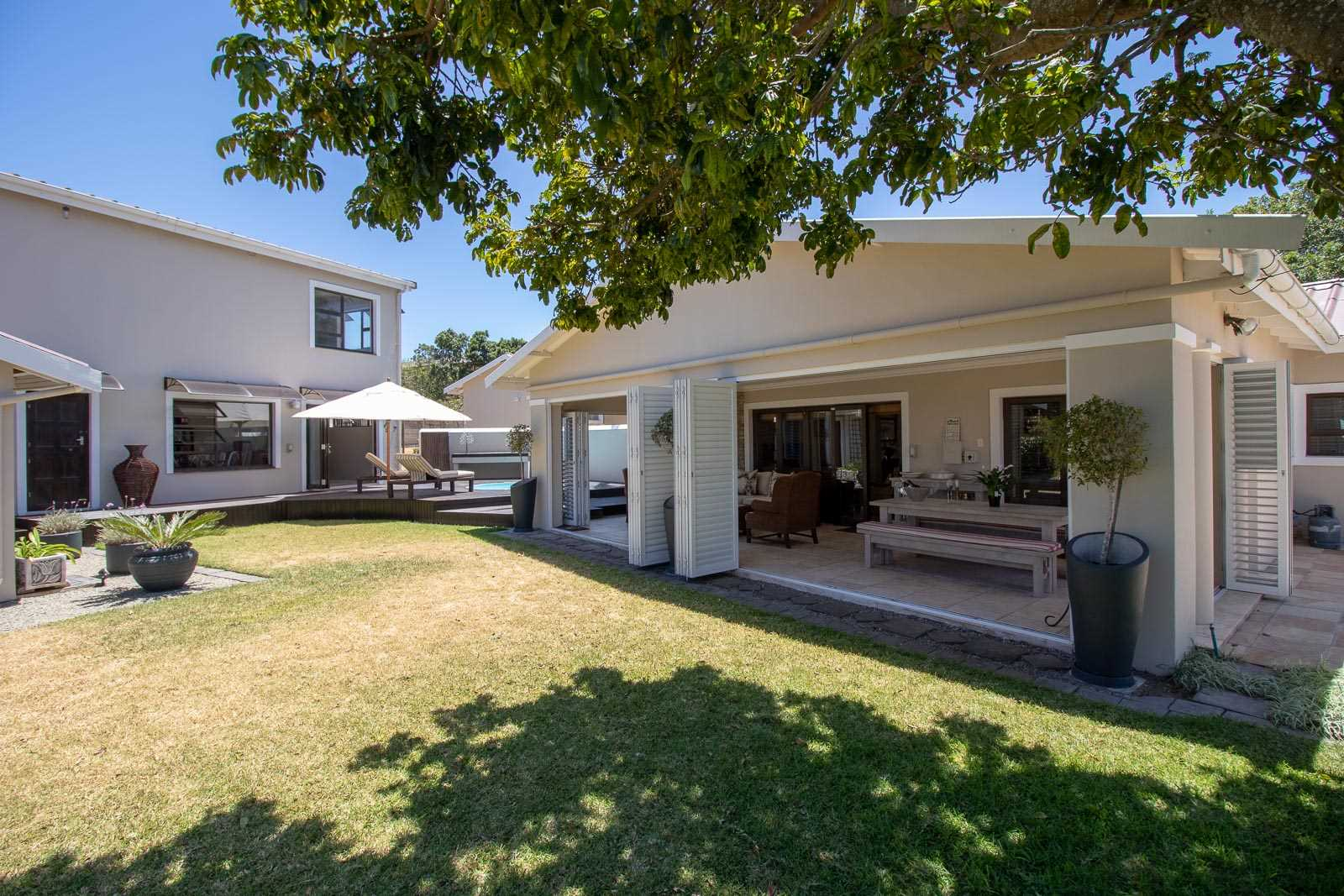 Modern Home With Two Extra Flats in Port Alfred