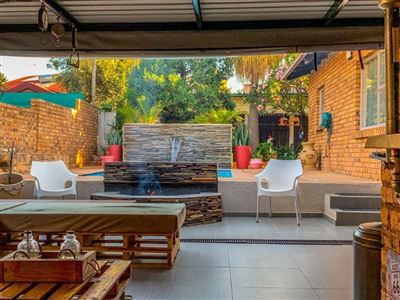Property and Houses for sale in Garsfontein, House, 6 Bedrooms - ZAR 2,750,000