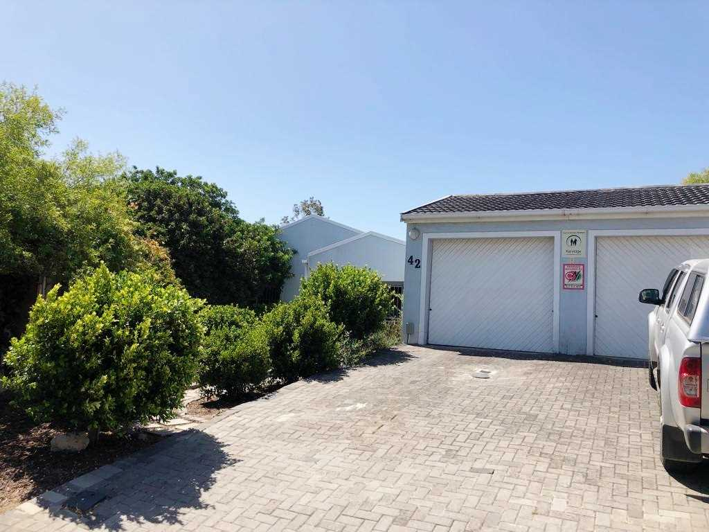 Modern Contemporary Living De Bron R2,850,000