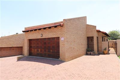 Cluster for sale in Alberton North
