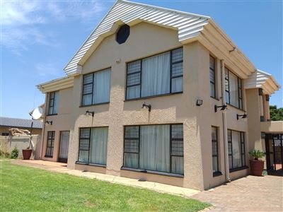 Property and Houses for sale in Laudium, House, 5 Bedrooms - ZAR 3,795,000