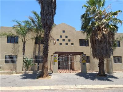 Property and Houses for sale in Laudium, House, 5 Bedrooms - ZAR 3,195,000