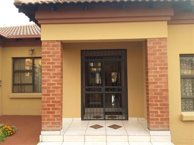 Property and Houses for sale in Amberfield Crest Estate, House, 3 Bedrooms - ZAR 2,195,000