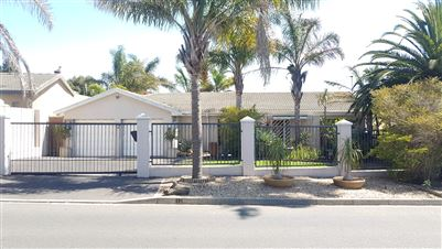 Property and Houses for sale in Langeberg Ridge, House, 3 Bedrooms - ZAR 2,150,000
