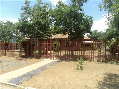 Property and Houses for sale in Vierfontein, House, 3 Bedrooms - ZAR 350,000