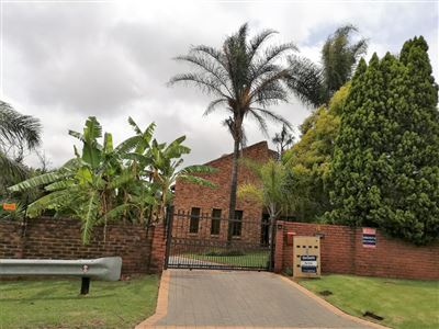 Property and Houses for sale in Rooihuiskraal, House, 4 Bedrooms - ZAR 1,799,000