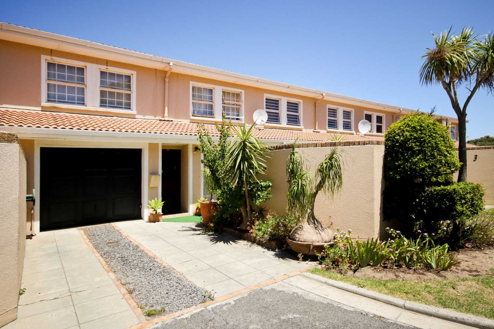 Double storey townhouse in Somerset West