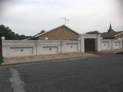 Property and Houses for sale in Vredefort, House, 3 Bedrooms - ZAR 899,000