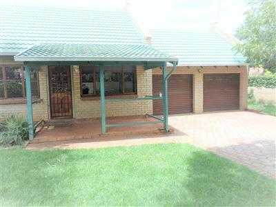 Faerie Glen property for sale. Ref No: 13740257. Picture no 1