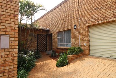 Property and Houses for sale in Garsfontein, House, 4 Bedrooms - ZAR 2,750,000