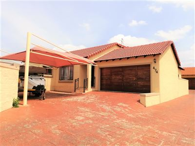 House for sale in Thatchfield Gardens