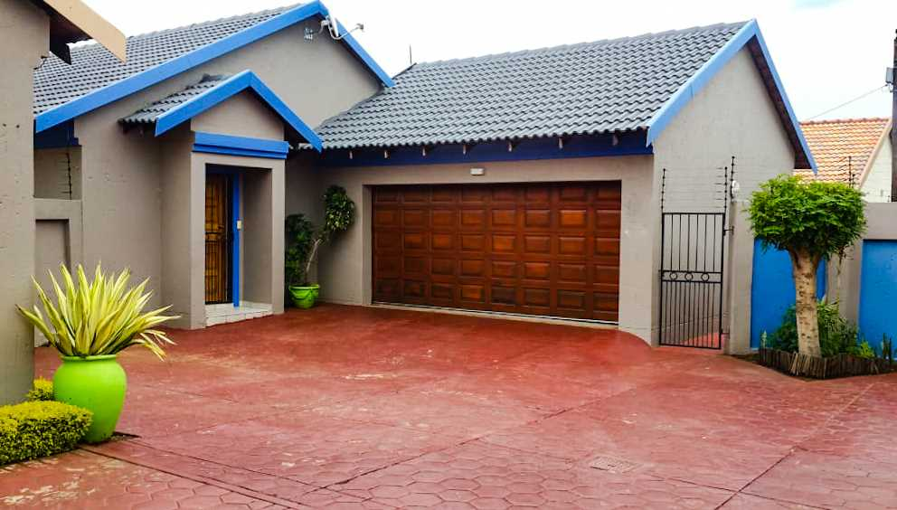 The front view of this lovely home is neat and clean. It also offers ample parking space.