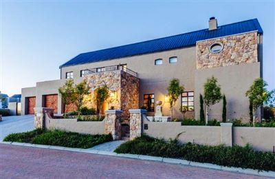 Property and Houses for sale in Longlands Country Estate, House, 4 Bedrooms - ZAR 13,700,000