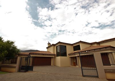 Property and Houses for sale in Raslouw Manor, House, 5 Bedrooms - ZAR 3,990,000