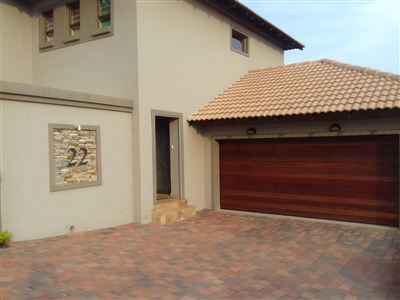 Property and Houses for sale in Bergtuin, Townhouse, 3 Bedrooms - ZAR 2,200,000