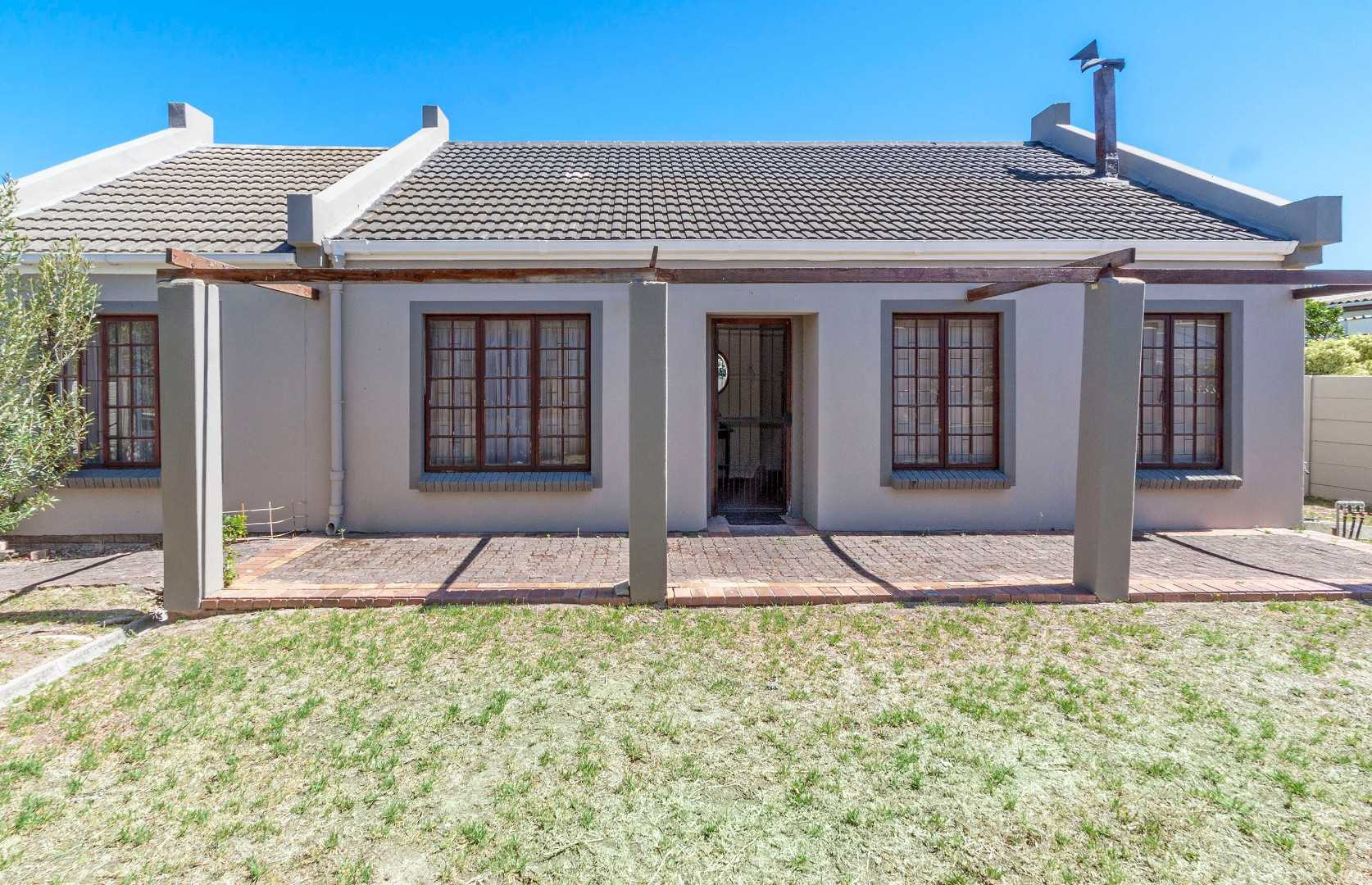 Character-filled 3 Bedroom Home in Popular Gordon's Bay Area