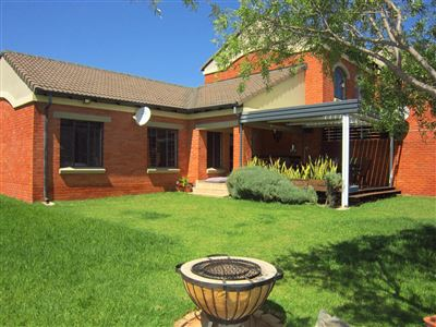 Property and Houses for sale in Mooikloof Ridge, Townhouse, 2 Bedrooms - ZAR 1,220,000