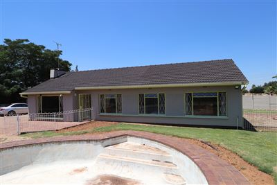Johannesburg, Robertsham Property    Houses For Sale Robertsham, Robertsham, House 4 bedrooms property for sale Price:1,450,000