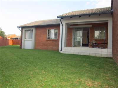 Property and Houses for sale in Mooikloof Ridge, Townhouse, 3 Bedrooms - ZAR 1,275,000