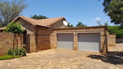 Property and Houses for sale in Hennopspark, Townhouse, 3 Bedrooms - ZAR 1,150,000