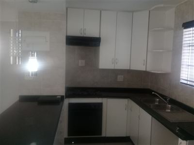 Property and Houses for sale in Bassonia Rock, Townhouse, 2 Bedrooms - ZAR 945,000