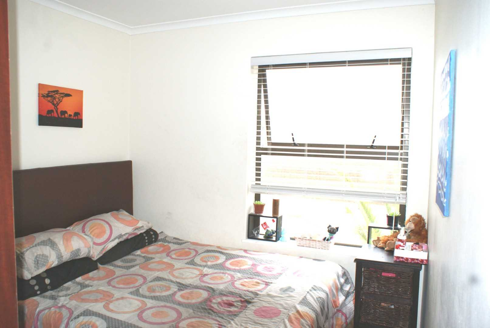 second bedroom with BIC