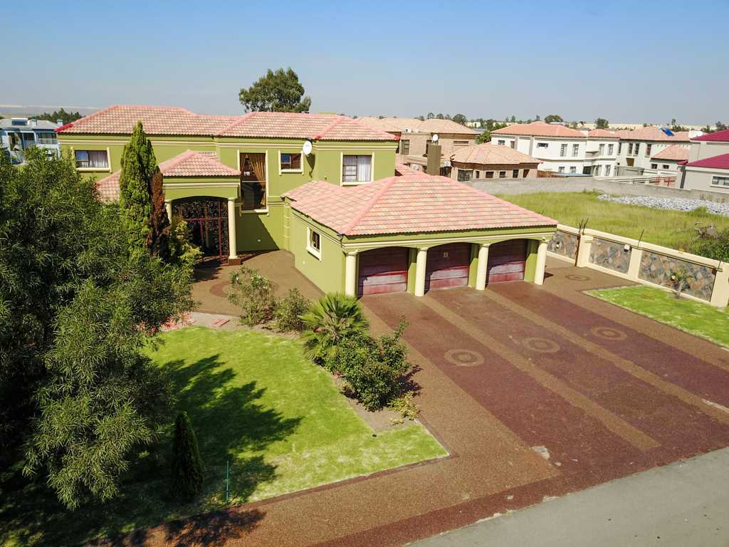 Executive Lifestyle Living - Helderwyk Estate