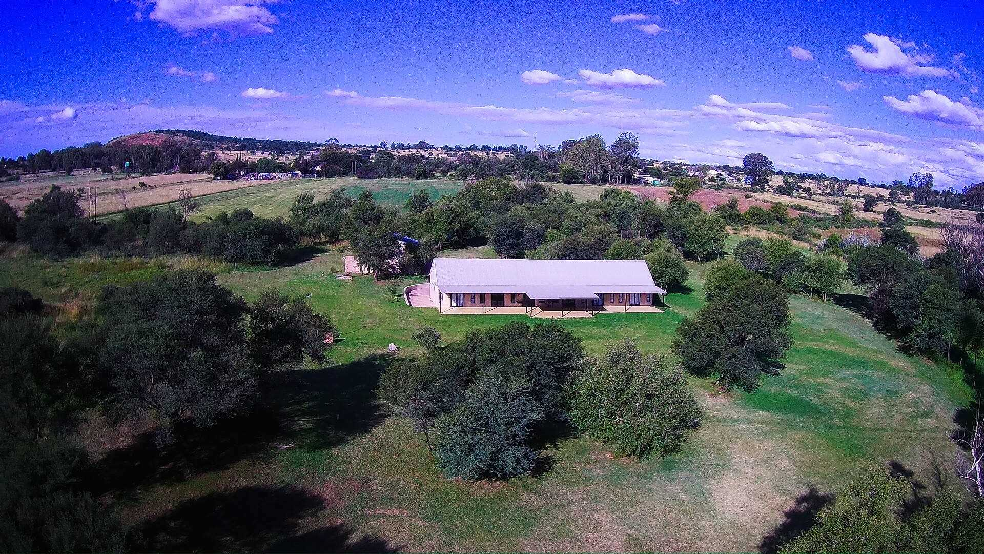 Vaal River farm with two family homes.