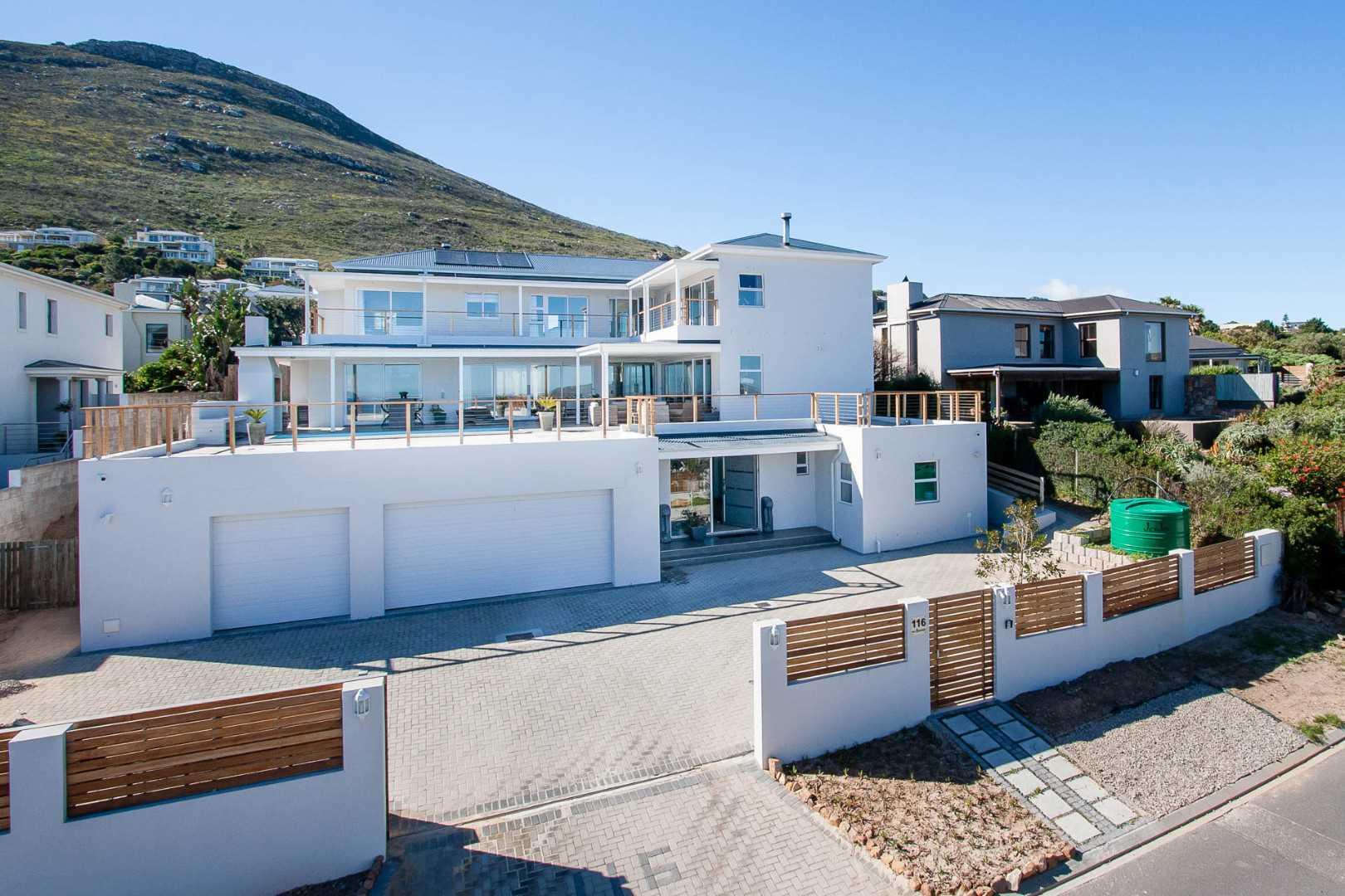 6 Bedroom House For Sale in Noordhoek