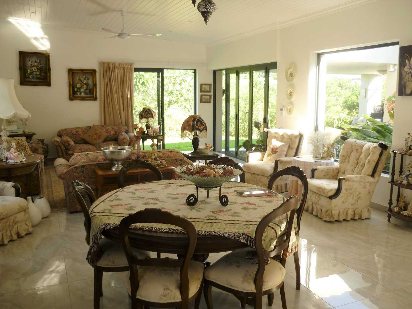 Open plan Lounge and Dinning Room